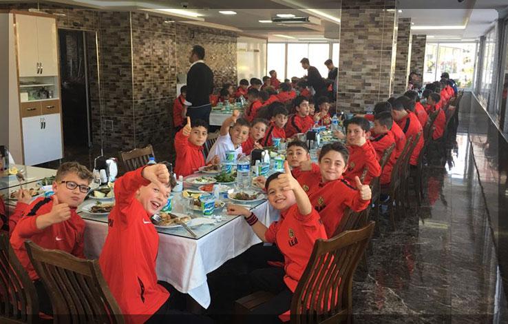 Eskişehirspor Altyapı Kadrosu Şişçi İbo'da Yemek Yedi