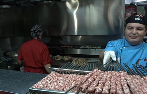 Şiş Köfte İçin Etlerin Pişirilmesi